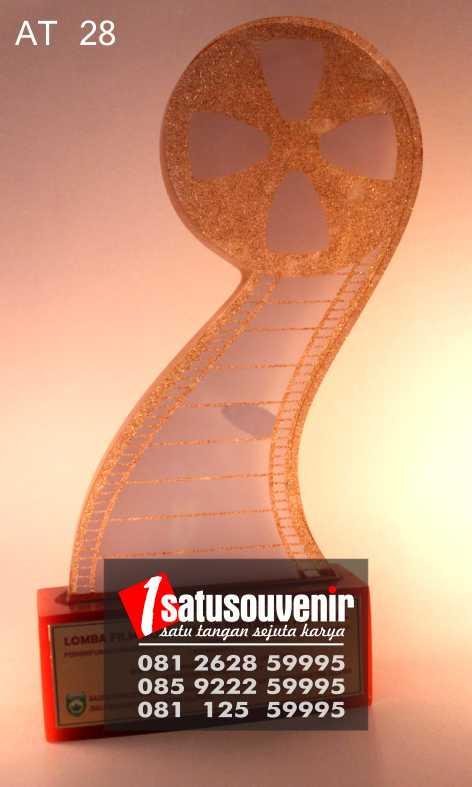 Plakat Akrilik Penghargaan | Plakat Trophy Popmasepi