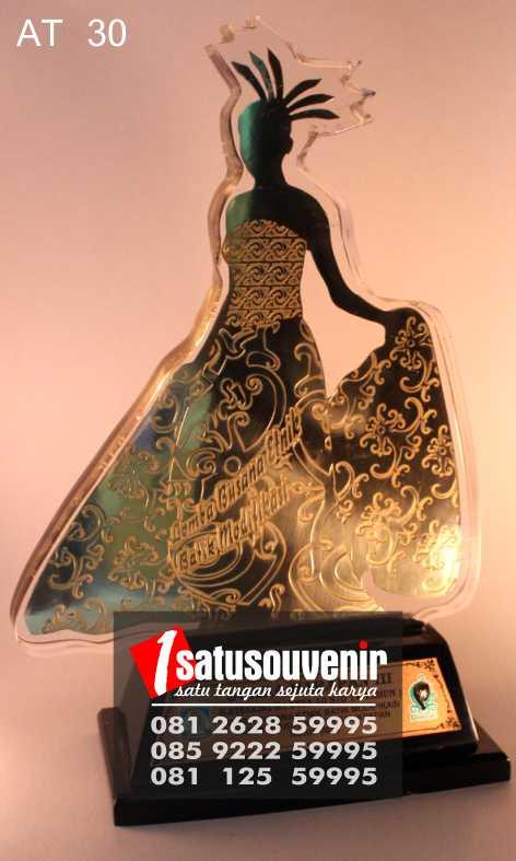 Buat Plakat Trophy Awards | Plakat Trophy Lomba Busana Batik Modifikasi
