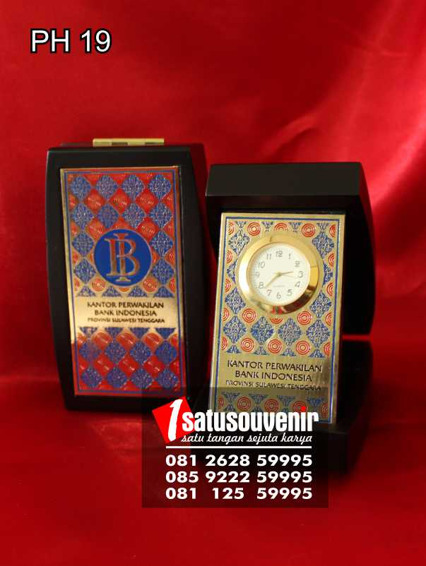 plakat jam pen holder bank indonesia