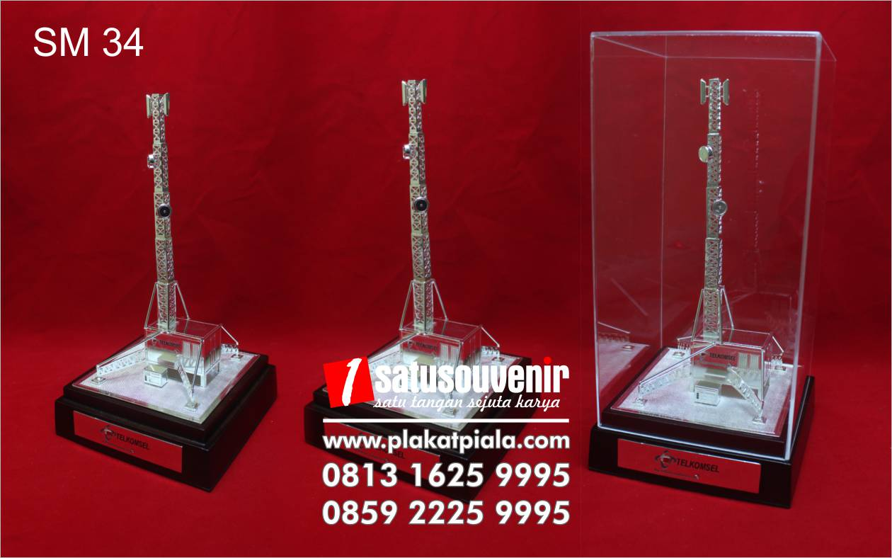 souvenir miniatur telkomsel tower