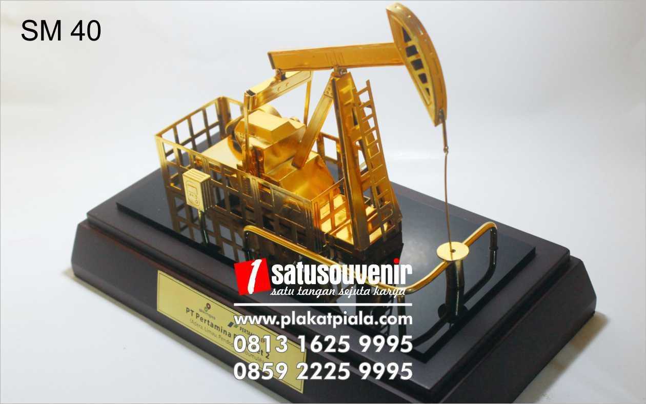 souvenir miniatur pompa angguk pertamina ep asset 1