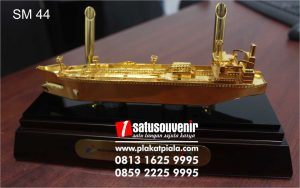 Souvenir Miniatur Pen Holder Kapal Tanker