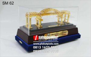 Souvenir Miniatur Jembatan Kali Mujur Eksklusif
