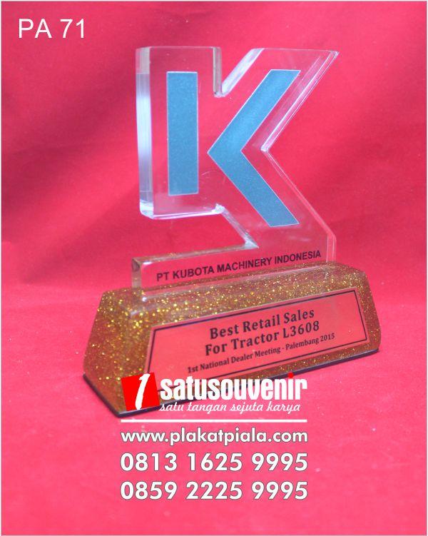 plakat akrilik penghargaan pt kubota