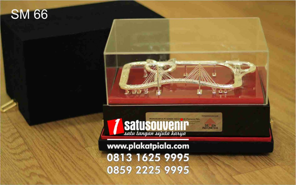 Souvenir Miniatur Jembatan Semen Indonesia