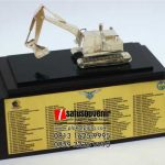 Souvenir Miniatur Excavator Akademi Angkatan Udara