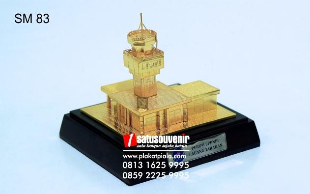 Souvenir Miniatur Bangunan Gedung Airnav